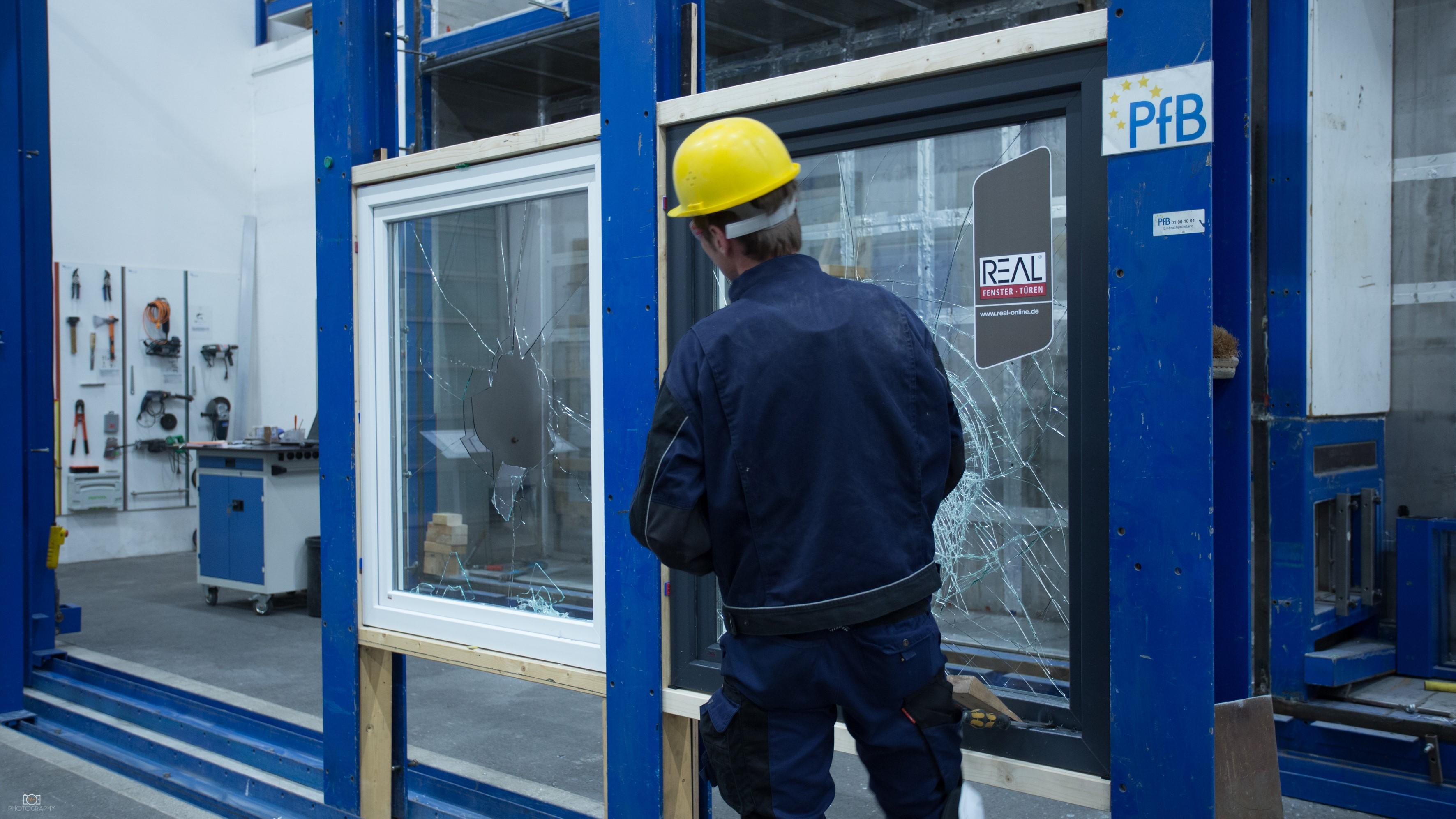 Betriebsbesichtigung bei PfB GmbH & Co. Prüfzentrum für Bauelemente KG in Rosenheim